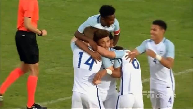 3478ba96e9 Jogador do City passa por dois jogadores e faz golaço pela seleção sub-17 da