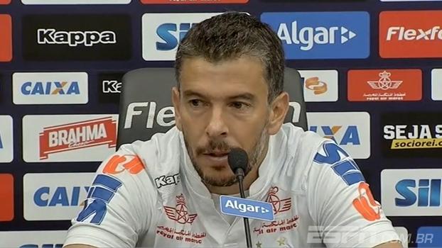 Leandro Donizete ressalta briga saudável por posição no Santos e revela sonho de vencer o Paulista