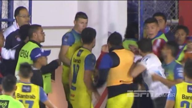 Jogo do Campeonato Guatemalteco tem empurrão, cotovelada e expulsões; veja as cenas lamentáveis