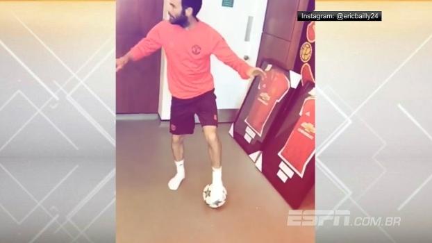 Bailly grava dancinha de Juan Mata após treino do United