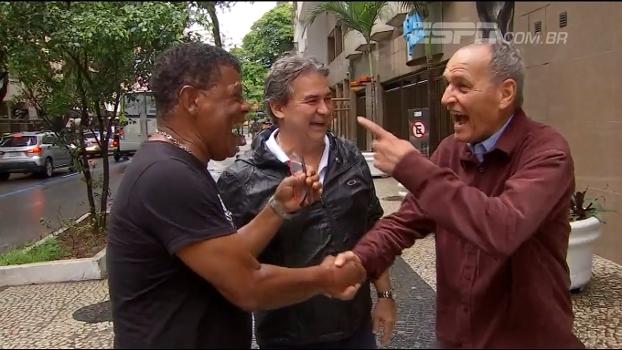 Ex-lateral do Bota reencontra 'panela', recebe homenagem e lembra: 'A gente batia no Santos do Pelé'