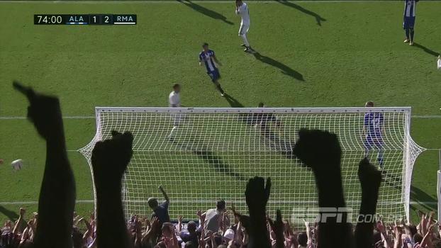 Com gol aberto, Sergio Ramos perde gol inacreditável na entrada da pequena área diante do Alavés
