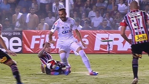 Pênalti em Thiago Ribeiro? Reveja a dividida entre Buffarini e o atacante do Santos