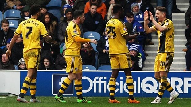 Fora de casa, Fulham bate QPR pela segunda divisão inglesa e respira contra rebaixamento