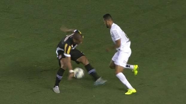 Goleiro é barrado por dores musculares e desfalca Vasco da Gama - ESPN 5d43b0f3ea952