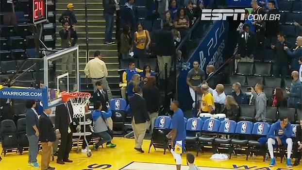 Incrível! Sem pretensão,Curry arremessa da arquibancada, dá autógrafo e nem percebe que acertou