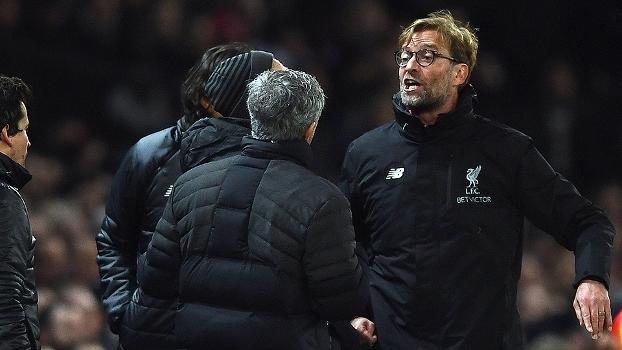 Bate-boca em clássico inglês: Mourinho e Klopp explicam discussão