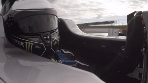O tricampeão na Flecha de Prata: Jorge Lorenzo realiza sonho e pilota carro de Fórmula 1