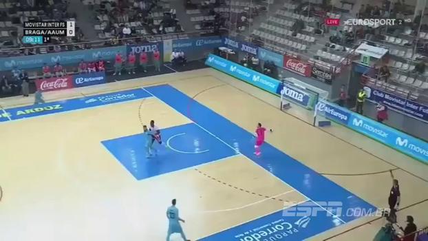 Quanta categoria! Brasileiro 'pupilo' de Falcão dá rolinho e faz golaço no futsal europeu; assista!