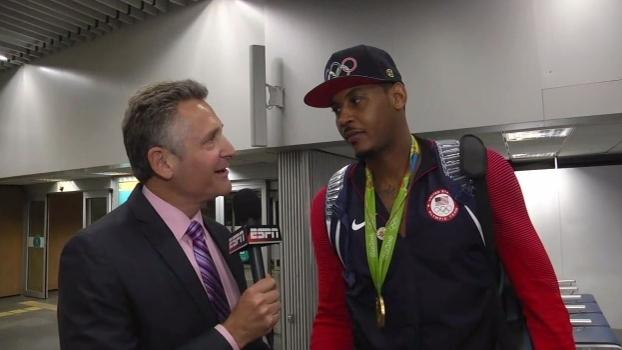 Depois do ouro, as risadas: Carmelo elogia time dos EUA, mas sofre com a brincadeira de companheiros