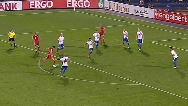 Lewandowski, de novo! Ribéry faz a jogada, deixa com o polonês que bate da entrada e completa o hat-trick