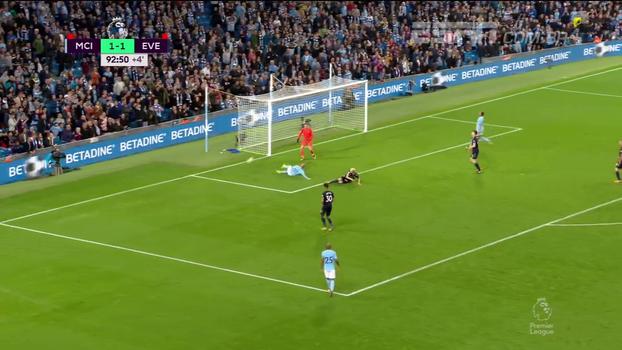 Tempo real: Quase a virada! Bernardo Silva levanta e Klaasen impede o gol de David Silva
