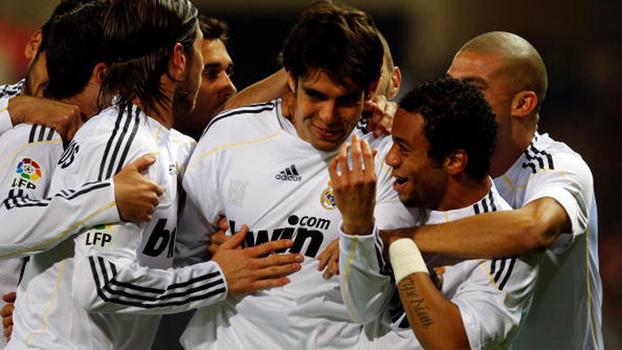 Em 2009, Kaká fez golaço, e Real Madrid venceu Atlético de Forlán e Aguero em clássico no Calderón