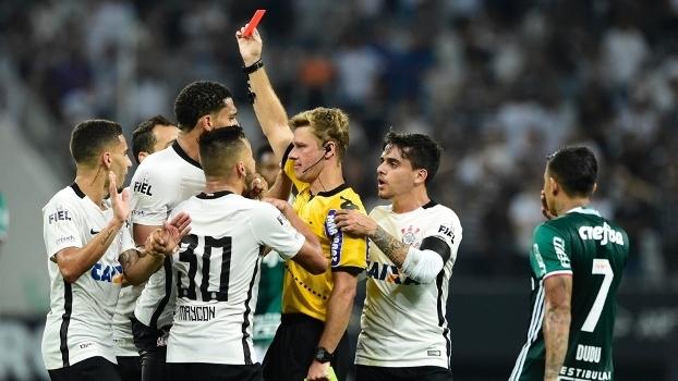 Salvio explica como cartão vermelho de Gabriel pode ser anulado após erro de árbitro