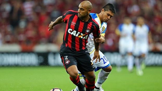 Jonathan diz que Atlético-PR soube sofrer contra o Capiatá e promete time forte na fase de grupos