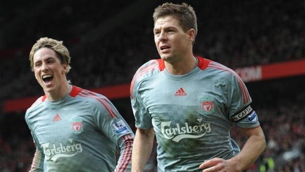 Fernando Torres e Gerrard comandaram goleada do Liverpool sobre o United em 2009