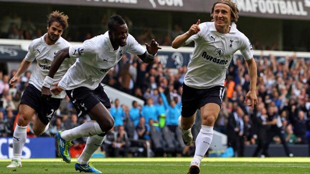 Com bomba de Modric e chapéu de Adebayor, Tottenham goleou Liverpool em 2011