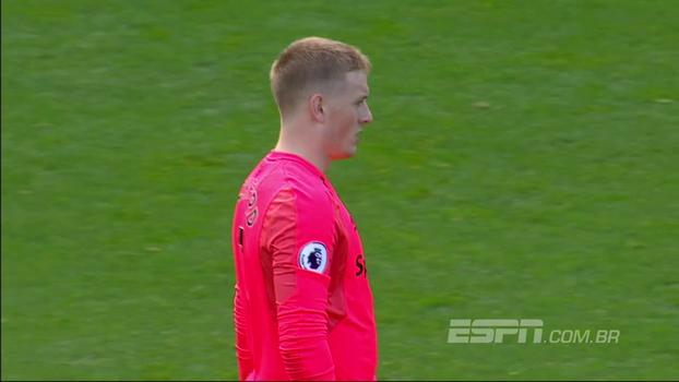 Cech de pontinha de dedo, Pickford com o pé e Hennessey cara a cara contra Sané; veja defesaças da Premier League