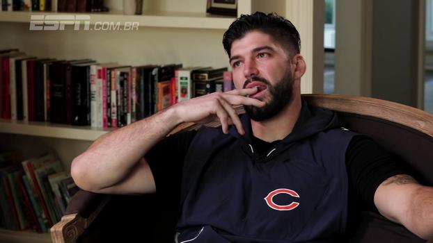Ex-tight end do Chicago Bears fala sobre lesão gravíssima e se emociona com apoio dos fãs: 'Por que eu mereço tudo isso?'