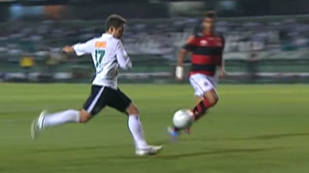 Éverton Ribeiro fuzilou Felipe, Lincoln e Rafinha marcaram, e Coritiba bateu Flamengo em 2012