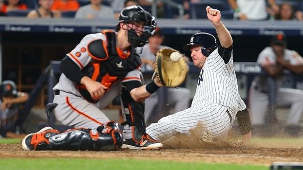 Yankees se aproveitam de erro de defensor e vencem os Giants em casa