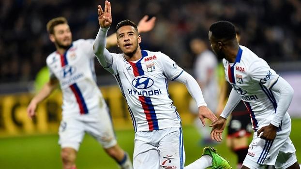 Lyon vence Dijon e segue na zona de classificação à Europa League
