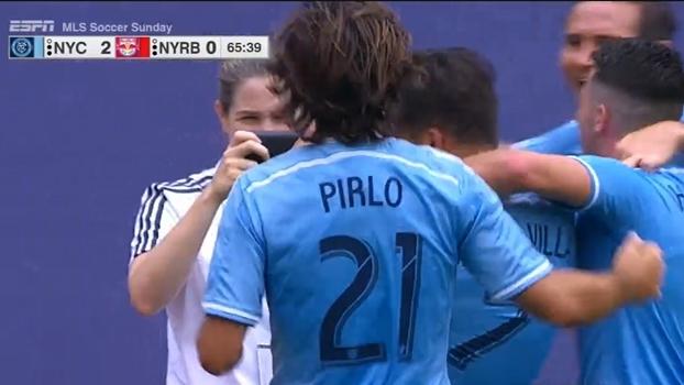 Assistência de Pirlo, pintura e gol de David Villa: NY City bate NY Red Bulls e assume ponta do Leste