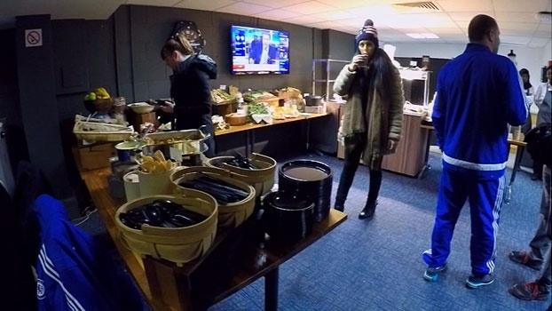 João Castelo Branco visita salas de imprensa em Londres e elege melhores cardápios