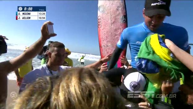 Medina é campeão da etapa de Portugal do Mundial de surfe no último minuto; veja imagens da final!