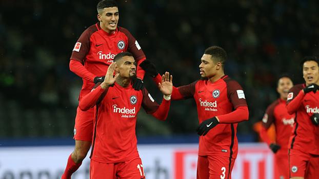 Categoria na canhota de Boateng dá vitória de virada ao Eintracht Frankfurt sobre o Hertha Berlin na Bundesliga