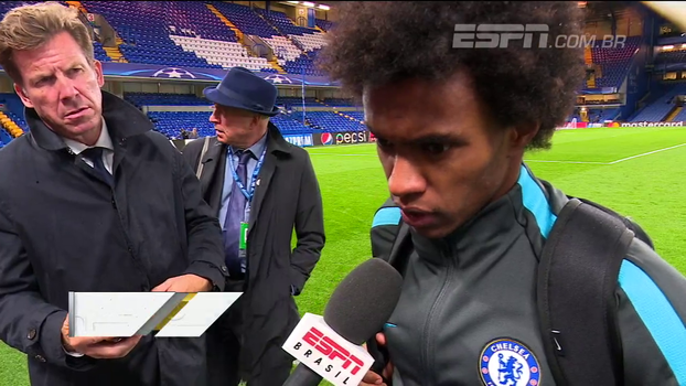 Willian comemora vitória do Chelsea na Champions League; meia brasileiro do Qarabag vê participação como 'conquista' para país