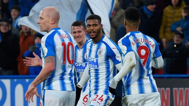Com dois gols de Mounie, Huddersfield vence Brighton e quebra sequência de quatro derrotas