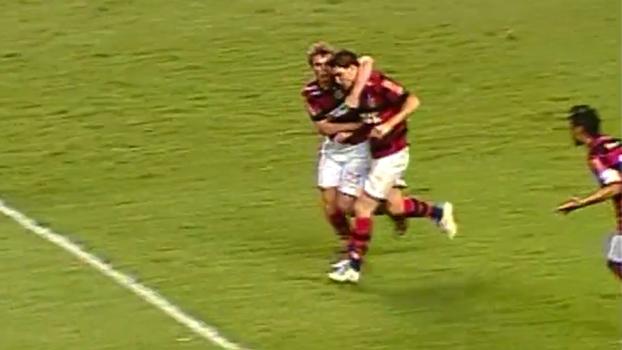 Flamengo sofreu, mas virou sobre o América-MG com gols de Deivid e Thiago Neves em 2011