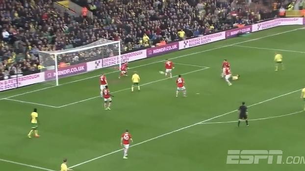 Predestinado e azarado, zagueiro do Barnsley se atrapalha e faz gol contra com estilo