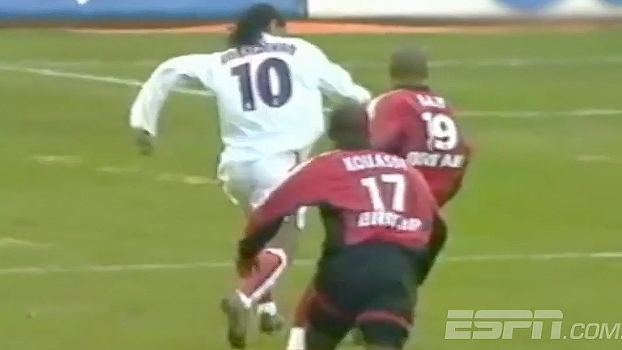 Relembre golaço de Ronaldinho Gaúcho na França que lhe rendeu prêmio