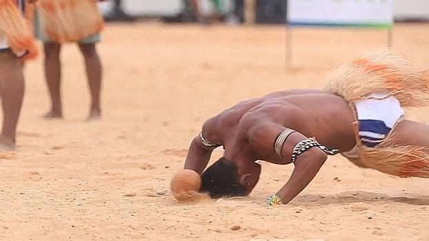 No futebol dos Jogos Indígenas, só pode usar a cabeça e ponto vale mulher; entenda