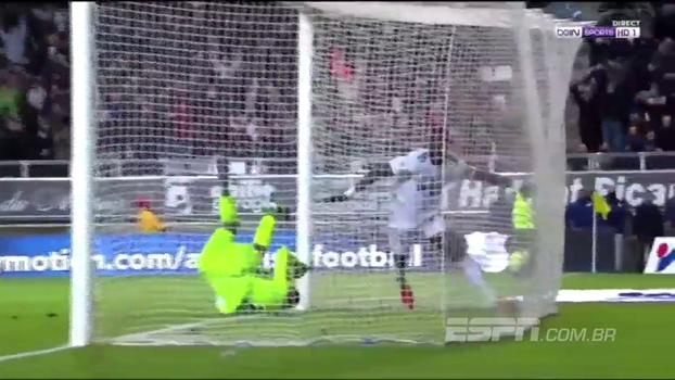Brasileiros vão a campo, mas Lille perde para o Amiens e segue na vice-lanterna do Francês