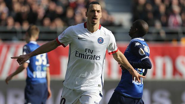 Com direito a golpe na bola, Ibra fez quatro gols no segundo tempo, e PSG enfiou nove no Troyes em 2016