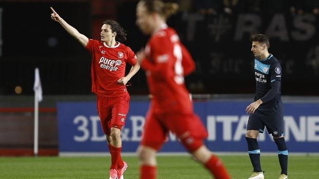 Promessa do City faz belo gol, e Twente arranca empate com o PSV pelo Holandês; VEJA