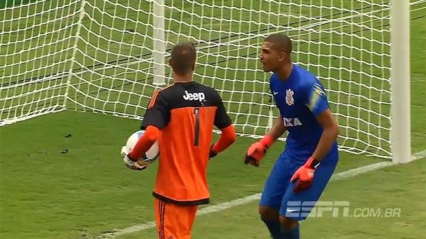 Durante cobranças de pênaltis, goleiros de Flamengo e Corinthians trocam provocações