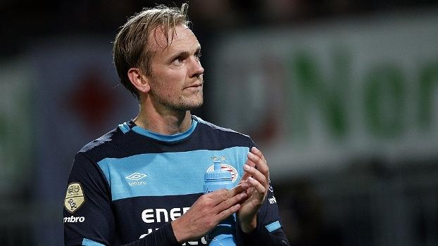 PSV vence Rotterdam por 2 a 0 e segue na busca pelo líder Feyenoord; assista