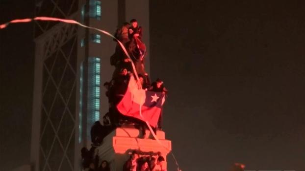 Multidão faz festa em Santiago após título do Chile na Copa América ; veja