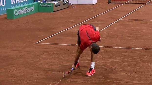 Dimitrov não aguenta derrota para argentino, quebra várias raquetes e ganha vaias da torcida