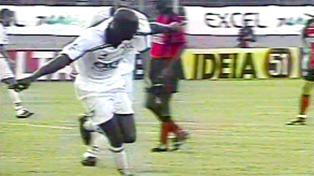 Petkovic anotou pintura de falta, mas Corinthians bateu Vitória com gols de Edílson e Rincón em 98