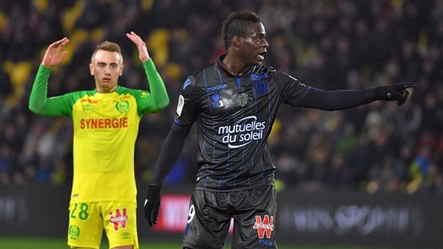 Balotelli 'congela' goleiro, deixa o dele, e Nice vira sobre Nantes no Francês