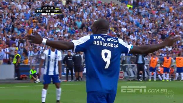 Para ficar indignado: atacante do Porto perde quantidade assustadora de gols