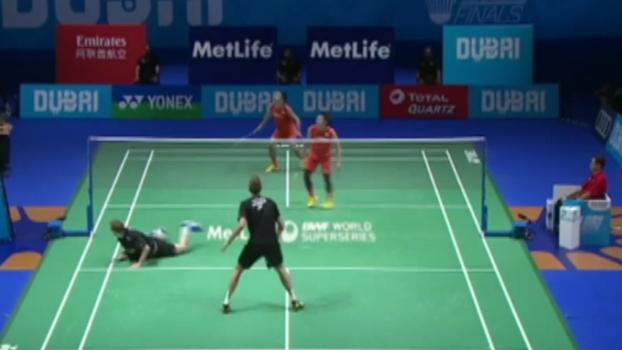 Sensacional! No badminton, duplas brigam por ponto até o final e levam torcedores à loucura