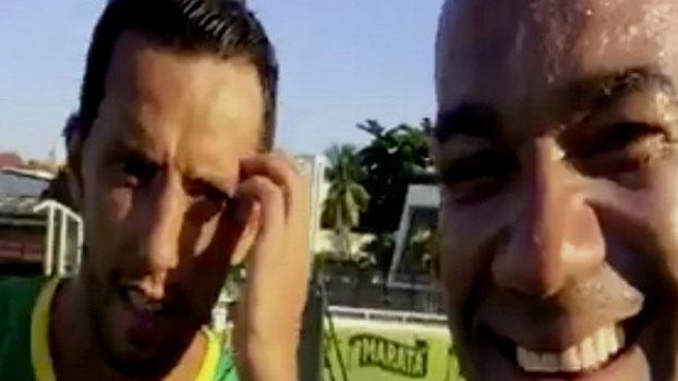 Veja as imagens do treino do Vasco, transmitidas pelo celular de Nenê