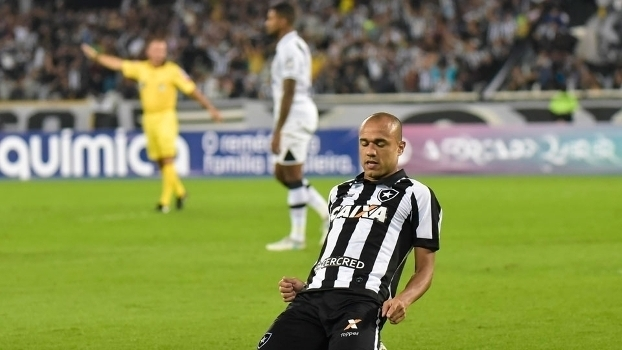 Carrasco do Rio! Veja todos os gols de Roger contra os rivais do Botafogo