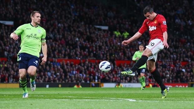 Pintura de Van Persie ganha prêmio 'Lendas do Futebol' de maior golaço da era Premier League